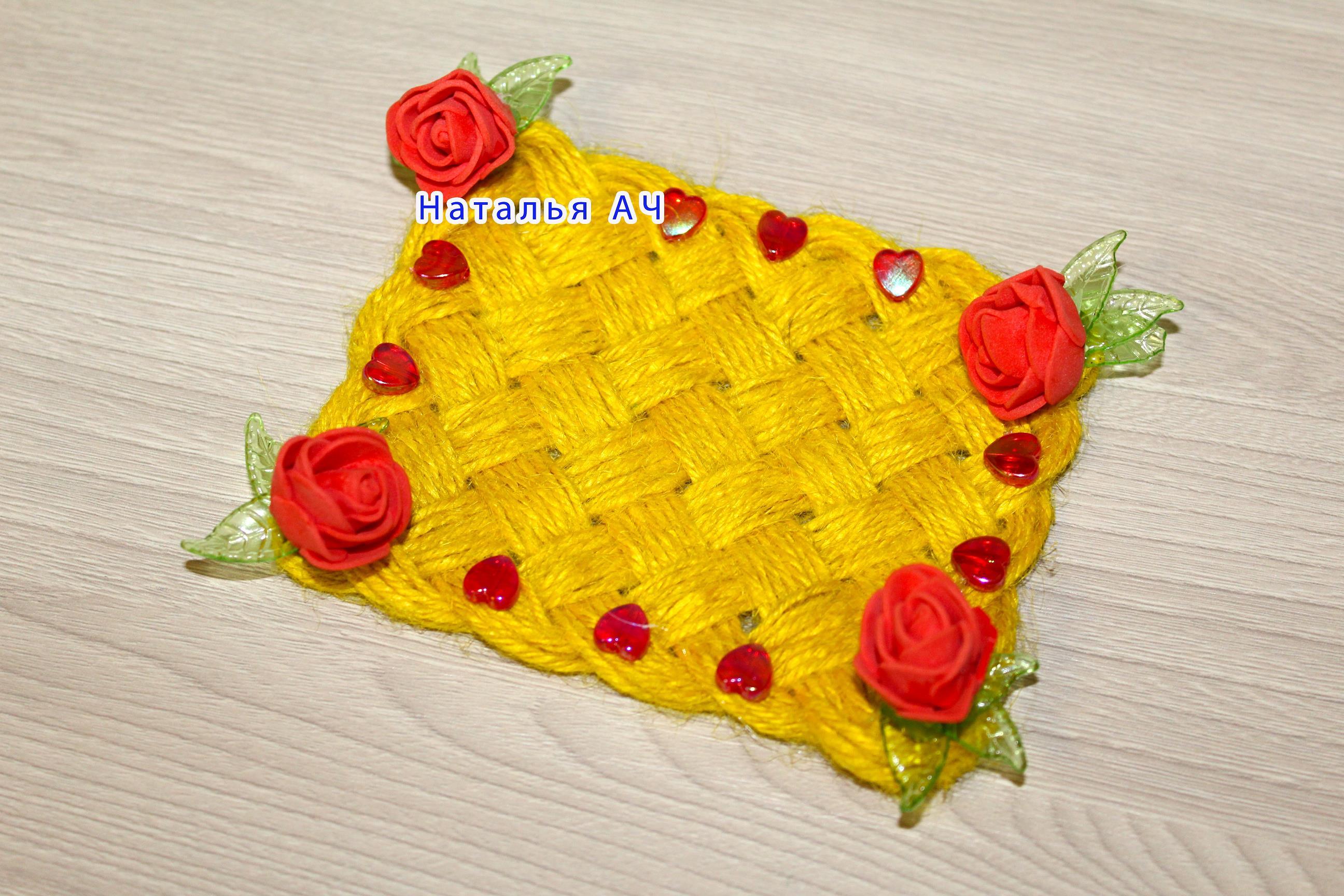 Плетеный коврик из джута
