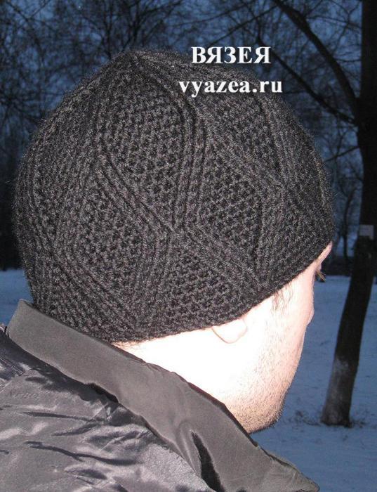 Мужская шапка крючком с узором