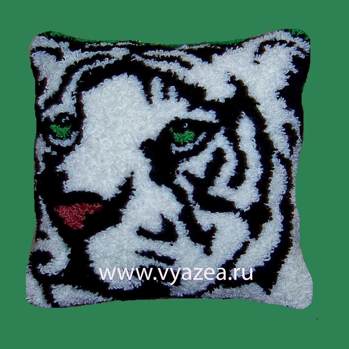 подушки в ковровой вышивке