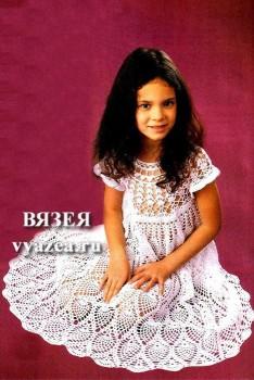 Вязаное детское платье крючком