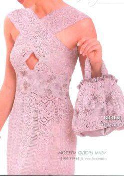 Розовое платье крючком и сумочка